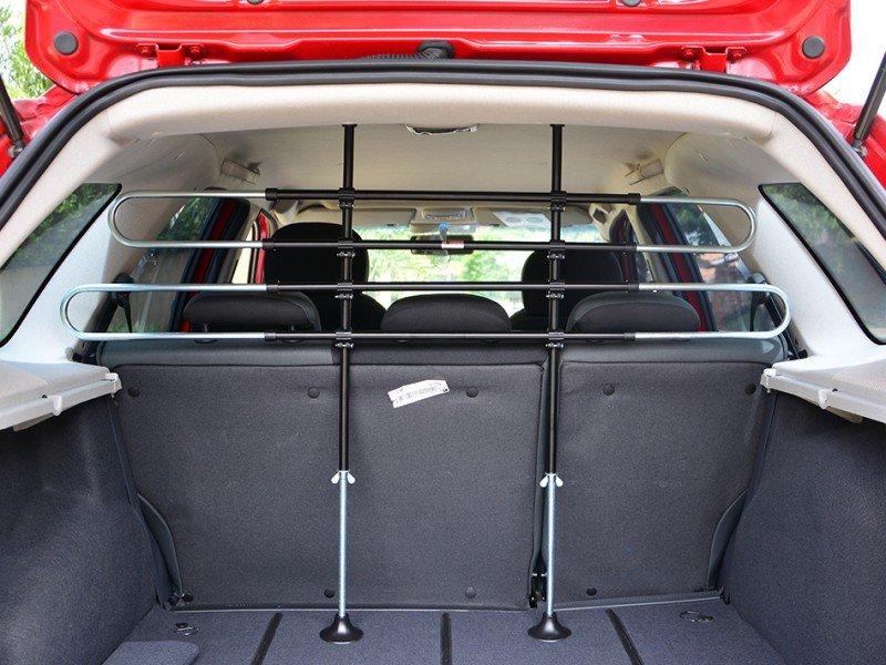 Transporte de animais em carros: opção grade divisória